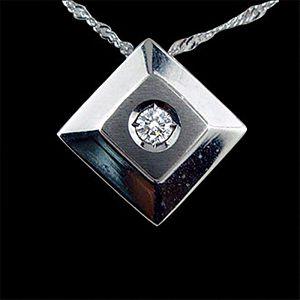 把愛框起來-鑽石墜子
