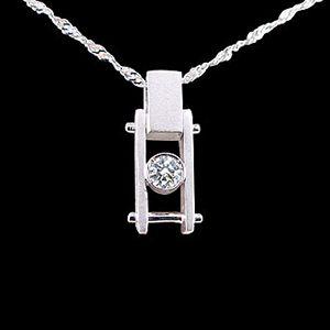 鑽石惹的禍-鑽石墜子