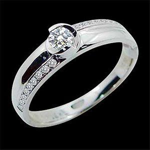 美滿愛情-求婚鑽戒